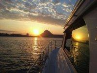 在日落的小船旅行在Denia 3 h