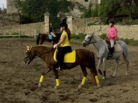 Clases para montar a caballo en Canyet