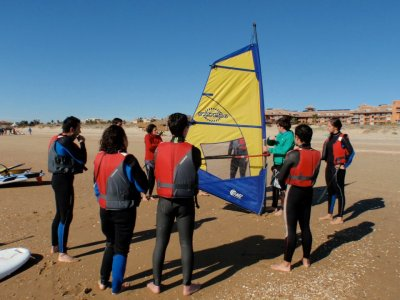 在加的斯5天的风帆冲浪课程