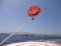 在兰萨罗特岛的帆伞运动为一个人10分钟
