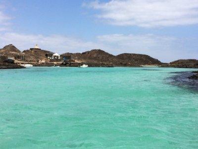 双体船航行Corralejo到Isla de Lobos成人