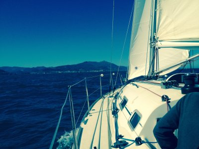 与帆船船长一整天游览