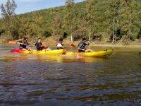 Saliendo por el rio en canoa