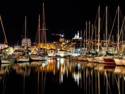 浪漫晚餐Vilanova帆船与船上的夜晚