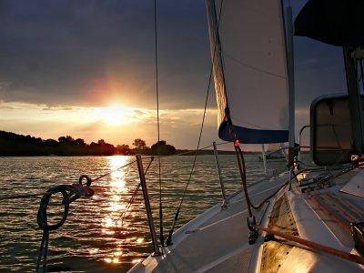 在Vilanova的一艘帆船上过夜