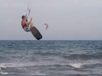 Salto con tabla de kite