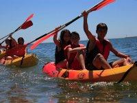 游览有海上皮划艇独木舟游戏