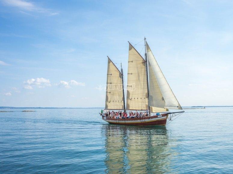 Velero en aguas mediterraneas