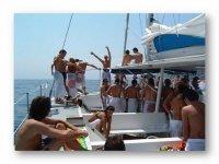 Baños en alta mar, música, fiesta en barco