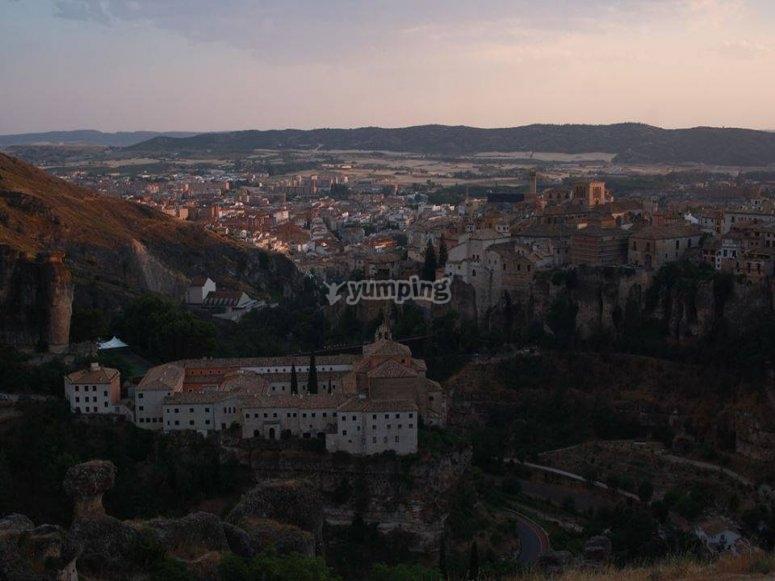 Anochece sobre Cuenca
