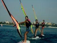 限制在帆板体验帆板课程兴奋