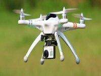 Dron en pleno vuelo