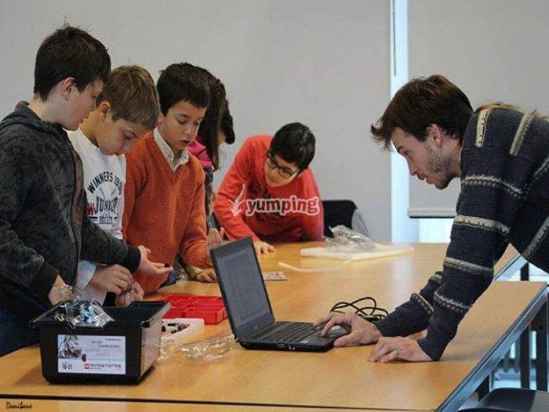 Monitores expertos en programación y robótica