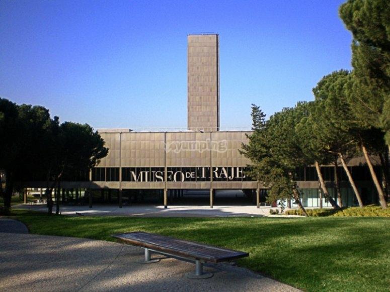 Museo del traje entrada