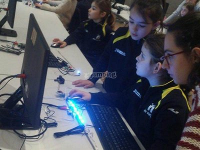 Campamento tecnología para chicas en Pamplona