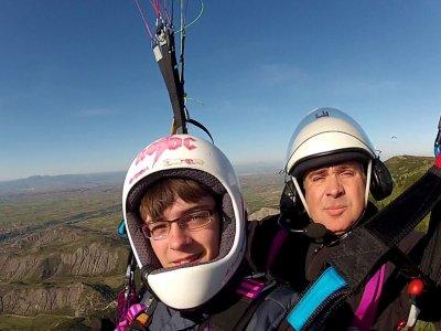 Prendi un volo di parapendio di 15 minuti a La Rioja