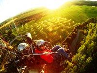 tramonto con paramotore