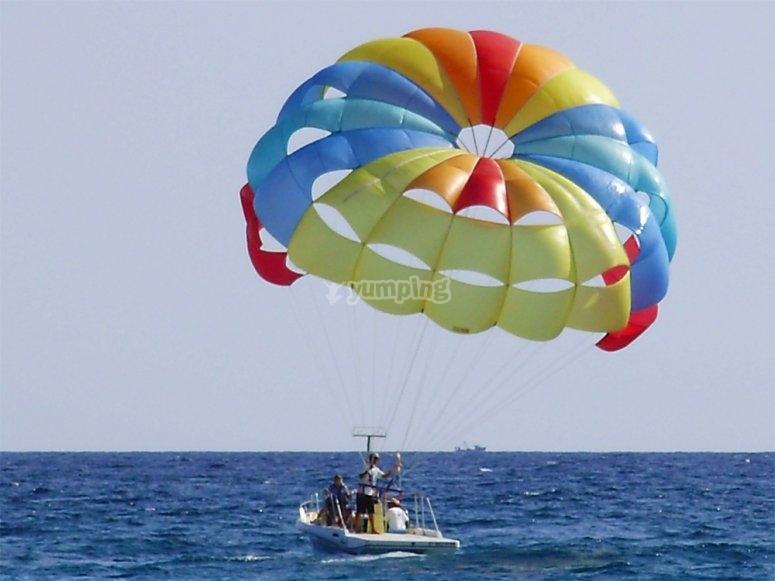Parasailing in alto mare