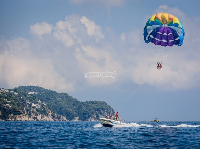 Parasailing sulla Costa Brava