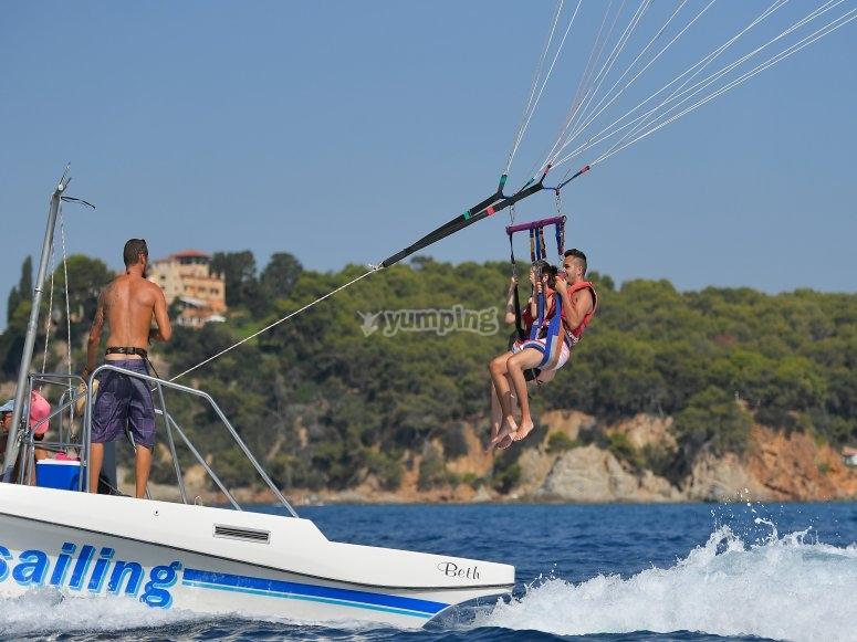 Vuelo en pareja en parasailing