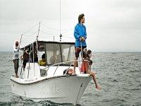 Asomados en el barco