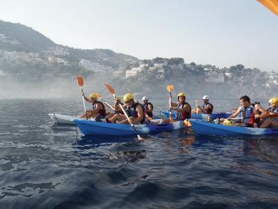沿着安达卢西亚海岸的团体皮划艇路线