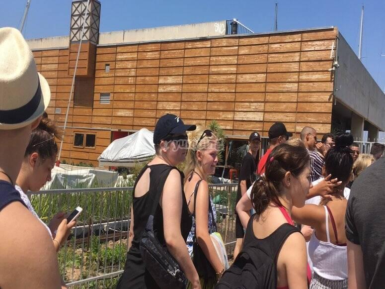 Grupo de amigas en party boat Barcelona