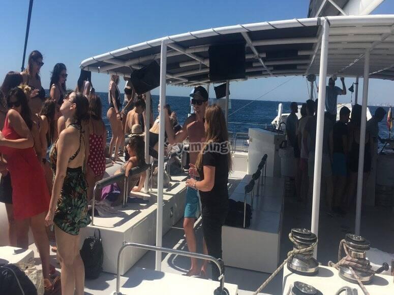 Fiesta para grupos en catamarán Barcelona
