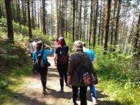 Saliendo de excursion por el bosque