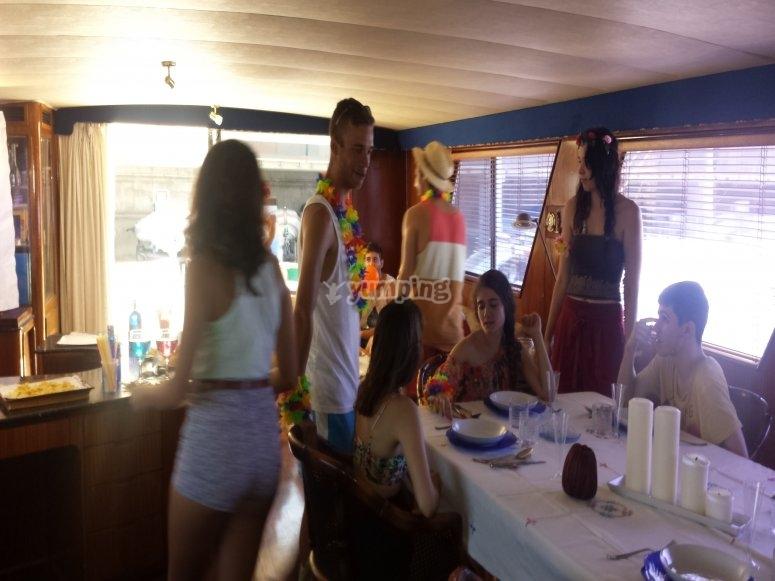巴塞罗那晚餐和乘船派对