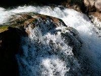 水击中岩石