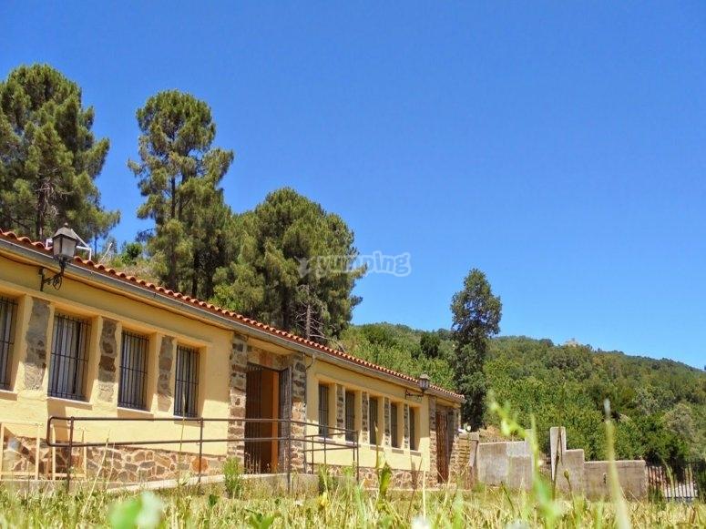 Exterior del albergue Sierra de Gata