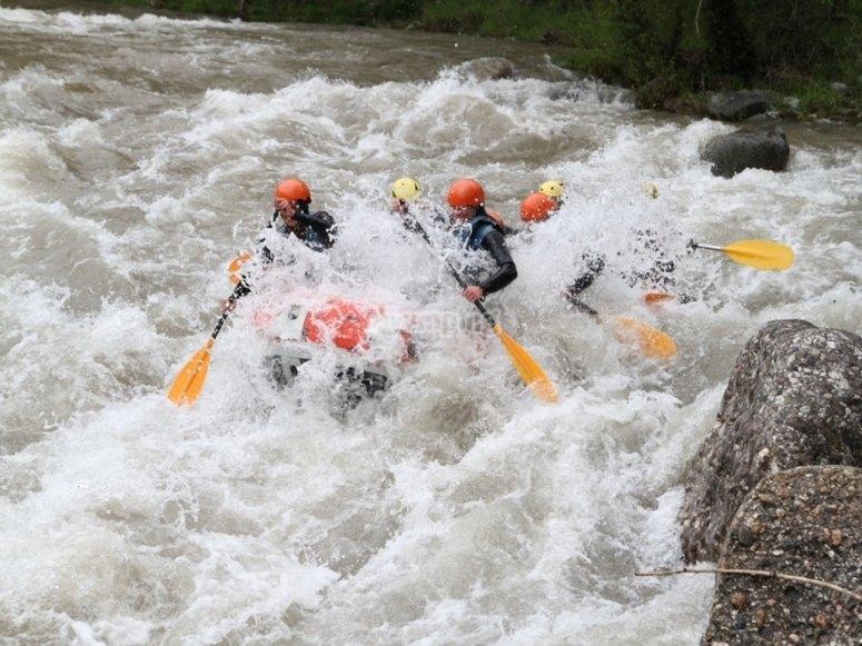 Practicando rafting en Noguera