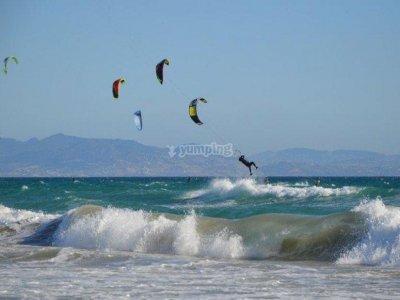 在塔里法1小时的风筝冲浪启动课程