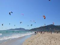 Corso di kitesurf di livello medio con cibo, Tarifa, 1h