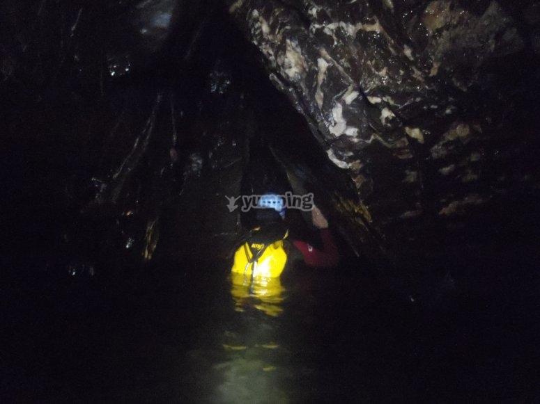Attraverso la grotta
