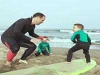 Peques aprendiendo surf