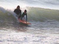 Surfeando juanto al profesor