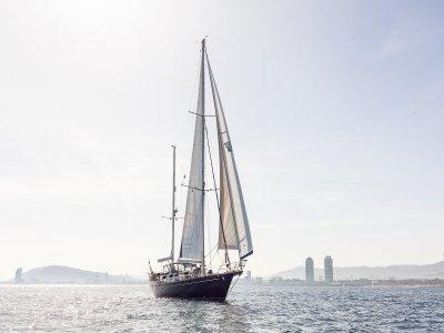 Excursión en barco Barcelona con comida y cava 8h