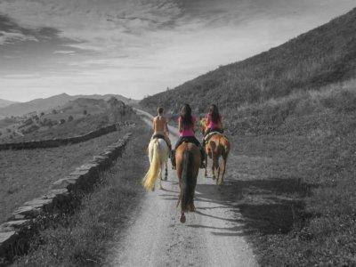 Horse ride near Parque de Cabárceno, 2h