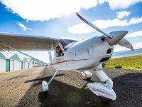 Avioneta en pista de despegue en Lumbier