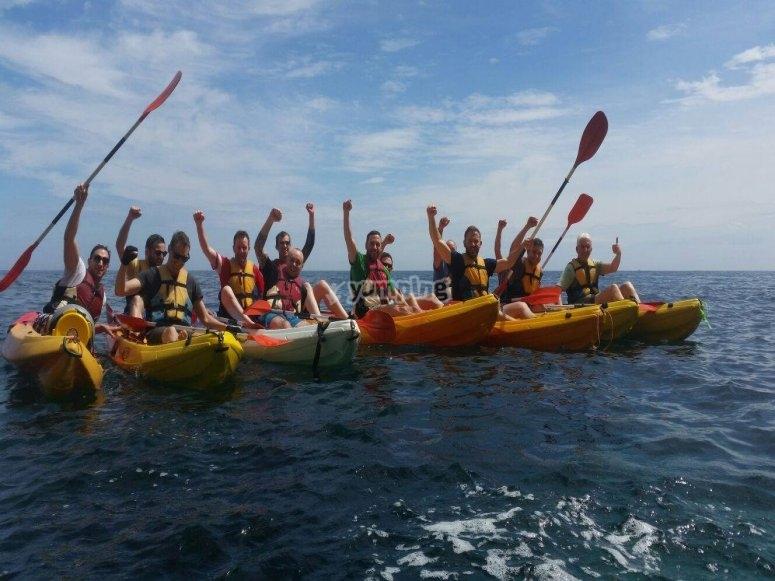 Todo el grupo en kayak