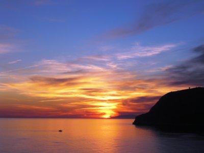 Ruta en barco, atardecer, Mallorca con comida