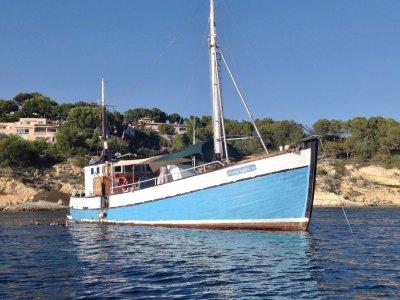 Paseo en barco con almuerzo Mallorca 4h
