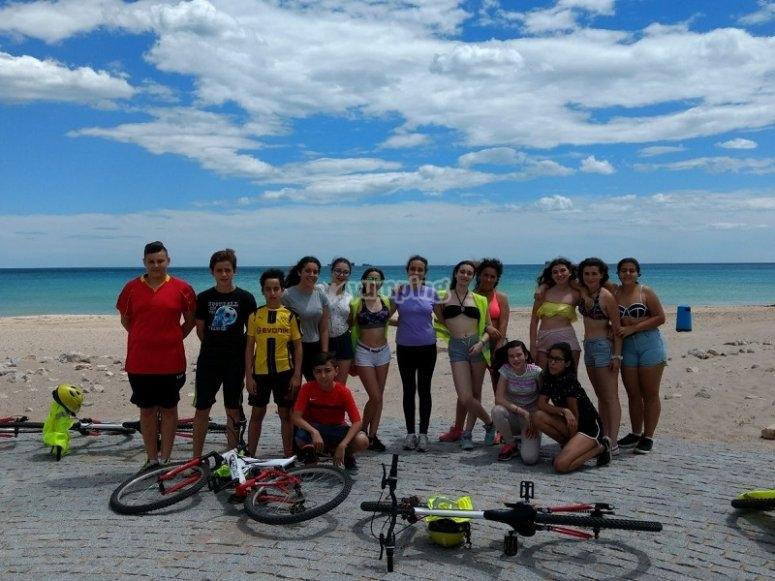 Con las bicis en la costa