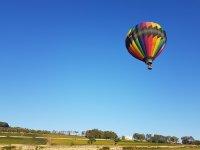 在阿尔库迪亚山谷(Alcudia Valley)乘气球