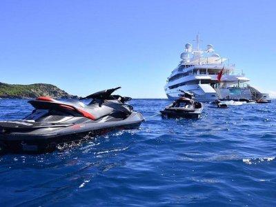 Noleggio di moto d'acqua, costa di Ibiza, mezza giornata