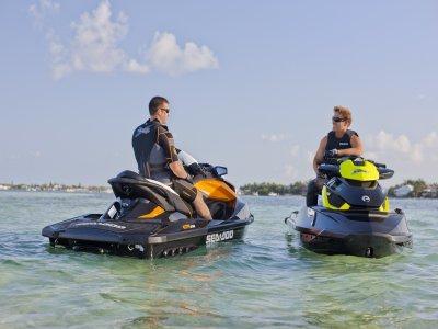 Alquiler moto de agua, costa de Ibiza, medio día