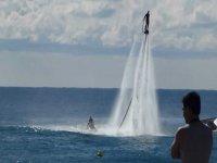 在伊维萨岛乘坐Jetpacking和Flyboarding,30分钟