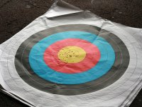 c practicando punteria tiro con arco